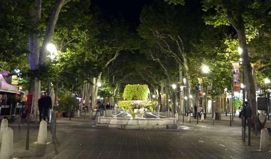 Plazas, Placas, Piazzas Provence