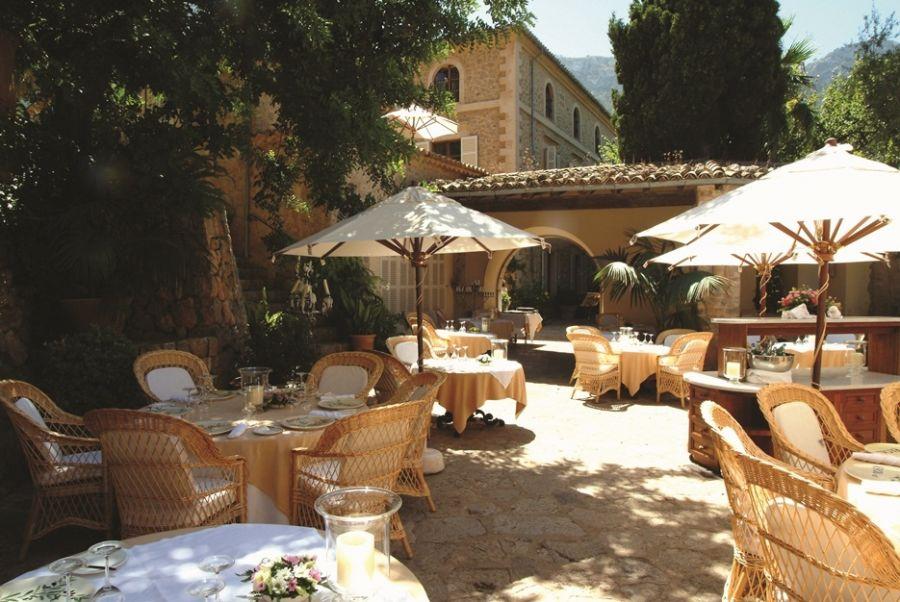 an image of a gastronomic restaurant in deia, mallorca
