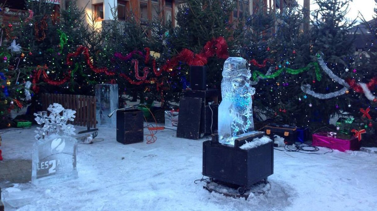 ice sculptures in les 2 alpes