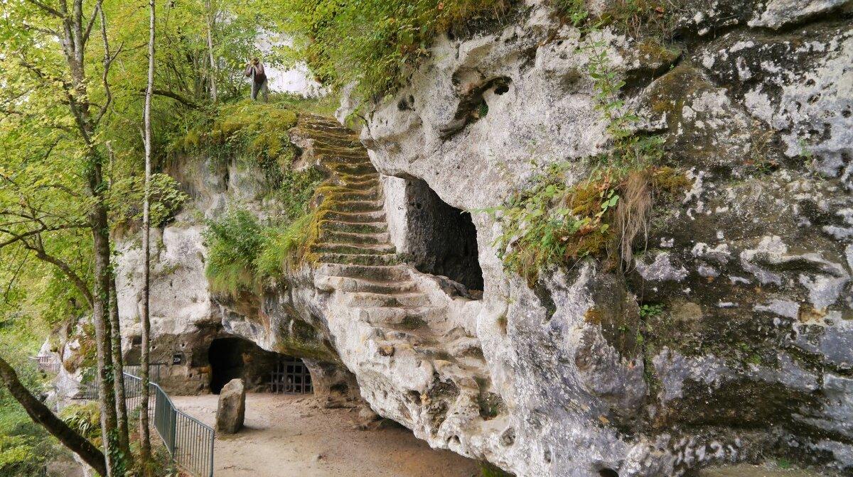 the grand escalier at la roque saint christophe int he dordogne