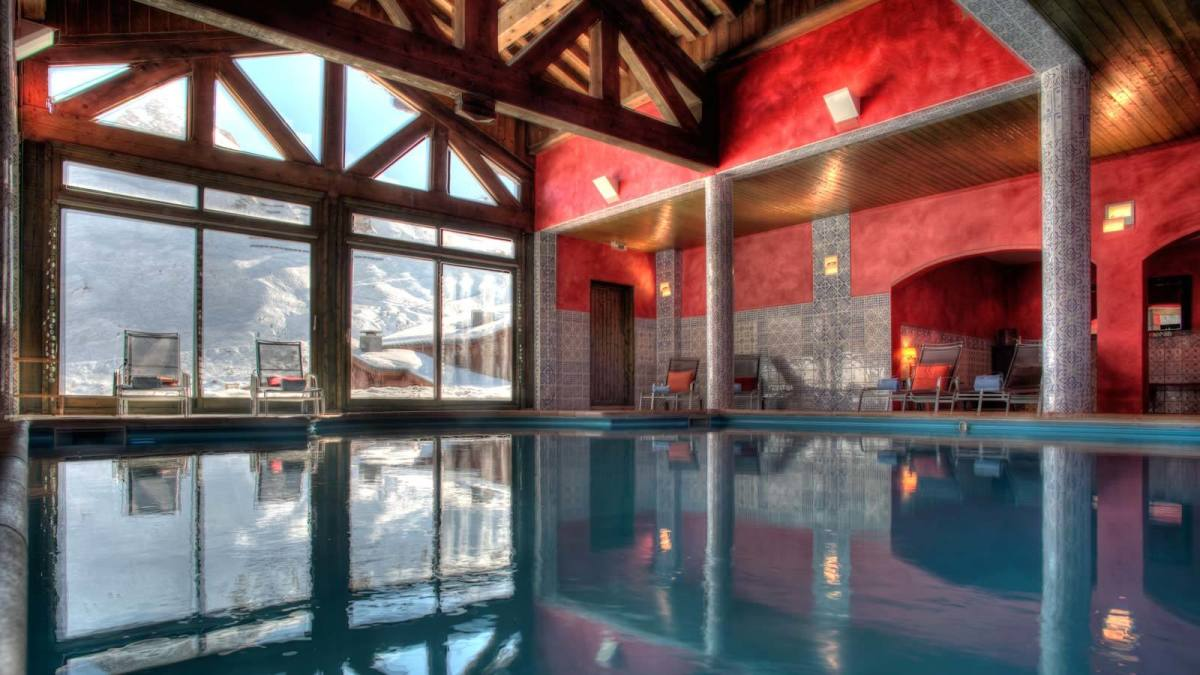 Ski time to Me time in Tignes pool