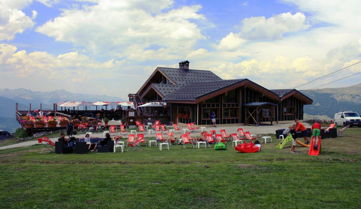 Le Bouc Blanc Restaurant, La Tania exterior