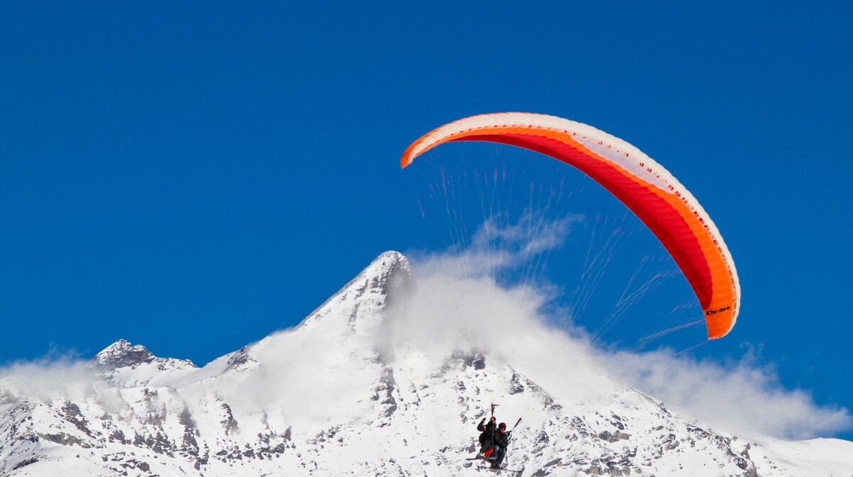 paragliding in val disere