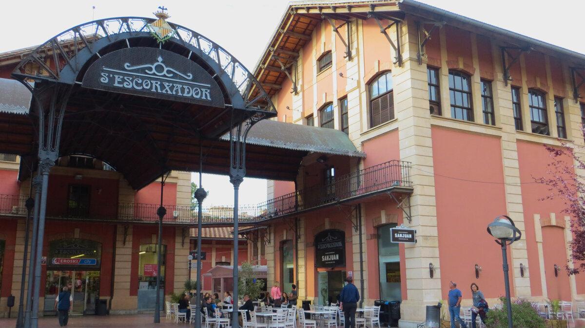 The exterior of Mercado Gastronomico San Juan in Palma