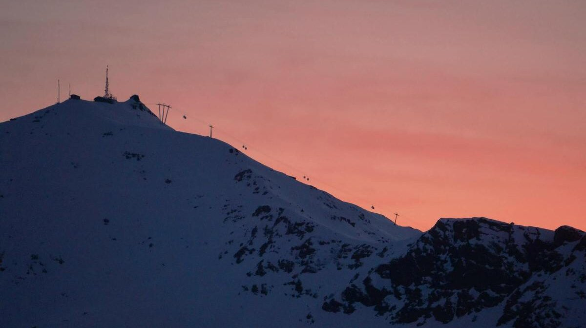 the sunset over val thorens