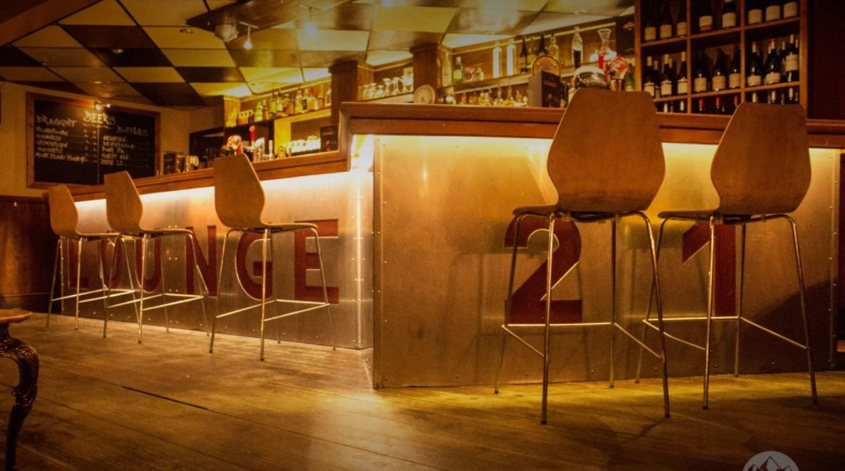 Lounge 21 Bar & Restaurant, Alpe d'Huez - Centre bar