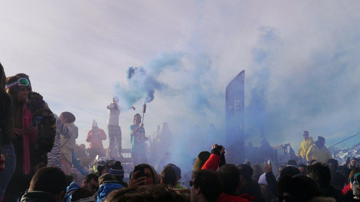 smoke flares at the folie douce