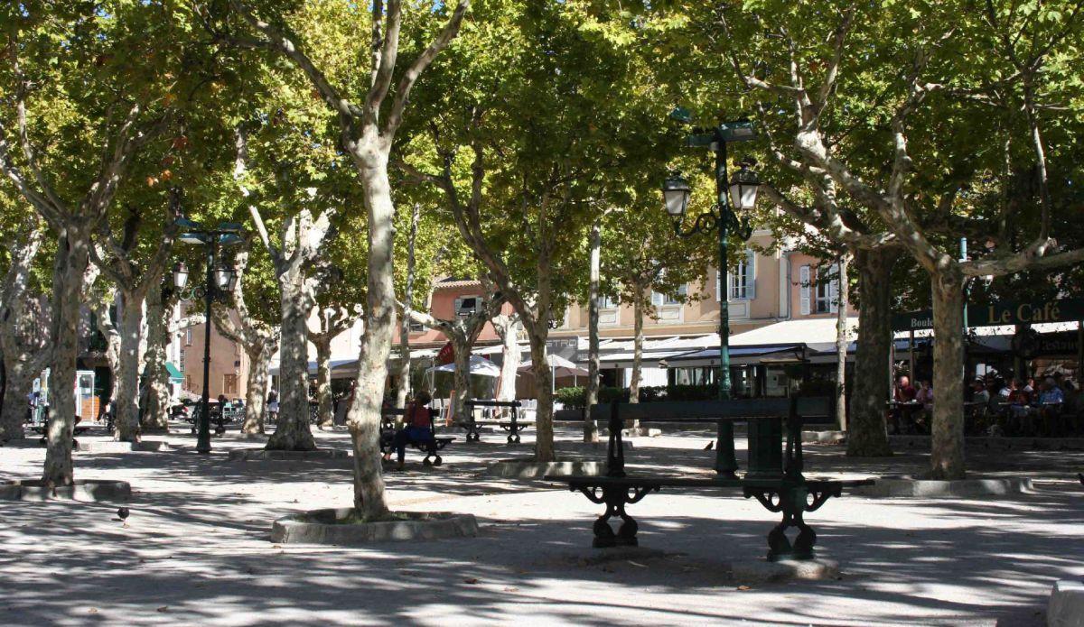 Plazas, Placas, Piazzas Saint-Tropez