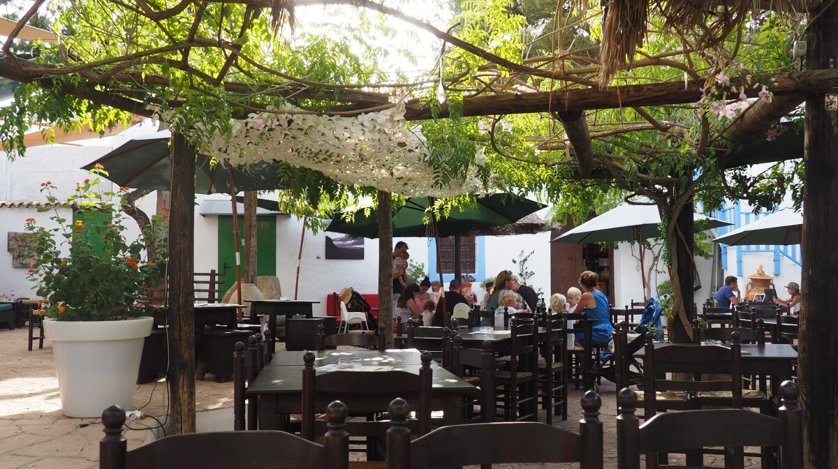 the courtyard of the raco verde restaurant in sant josep