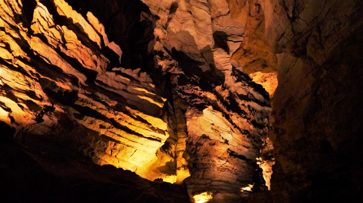 Rock formations within the cave of gouffre de padirac