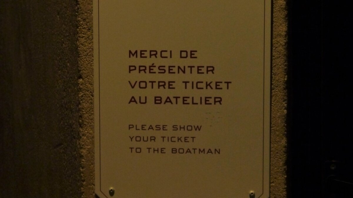 please give your ticket to the boatman sign in gouffre de padirac