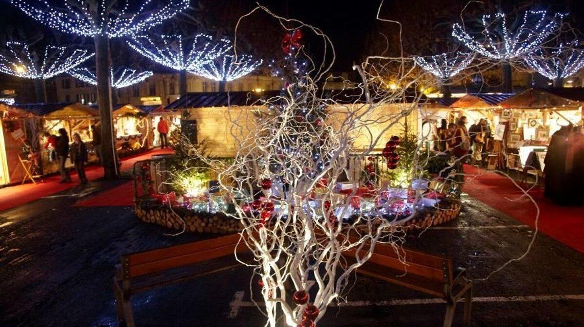 sarlat christmas market stalls in sarlat la caneda
