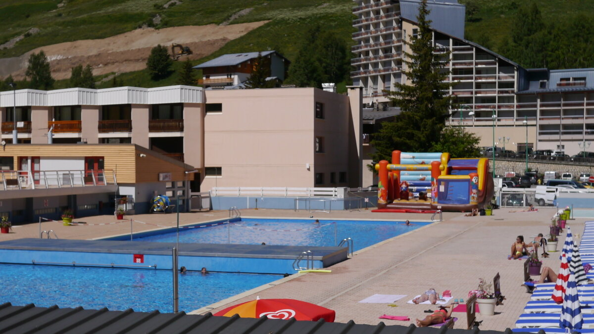 a swimming pool in 2 alpes