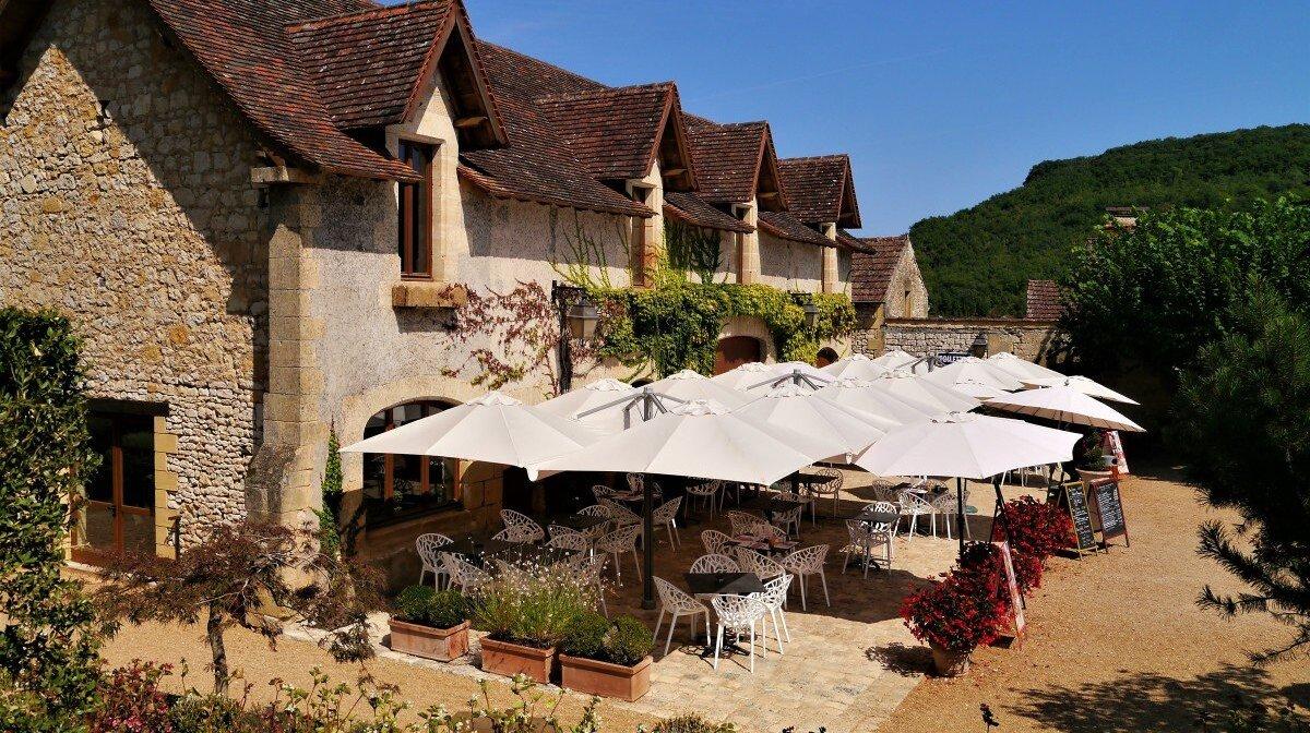 the cafe & restaurant area at chateau des milandes