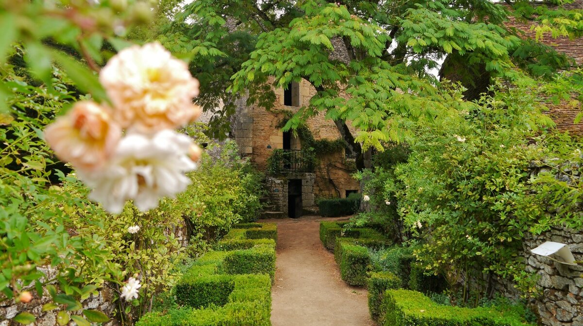 the lush grounds of Chateau de losse