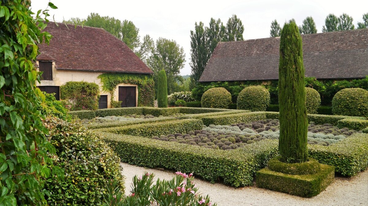 the gardens within the walls at chateau de losse