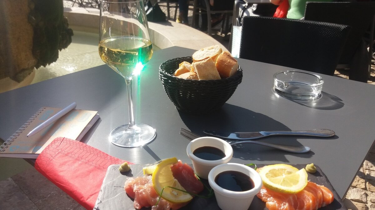 a glass of wine and some tapas