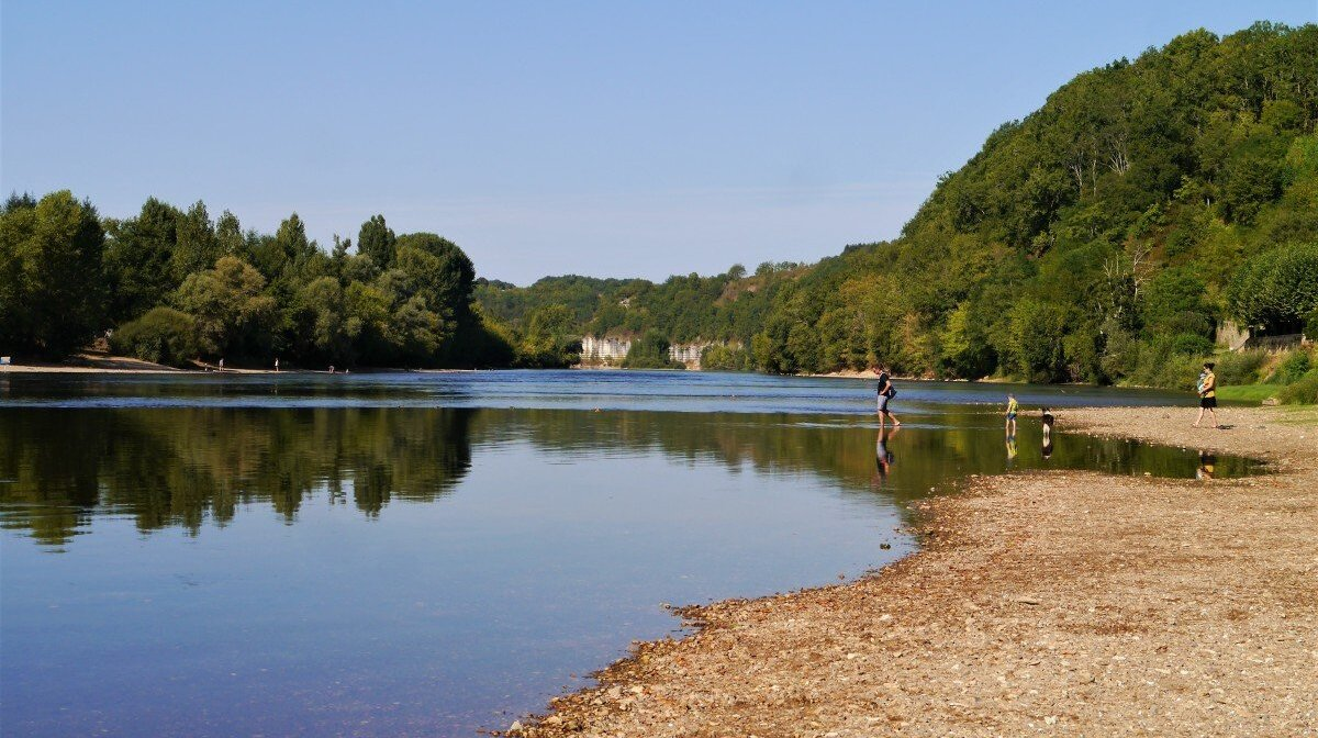 the river dordogne at limeuil