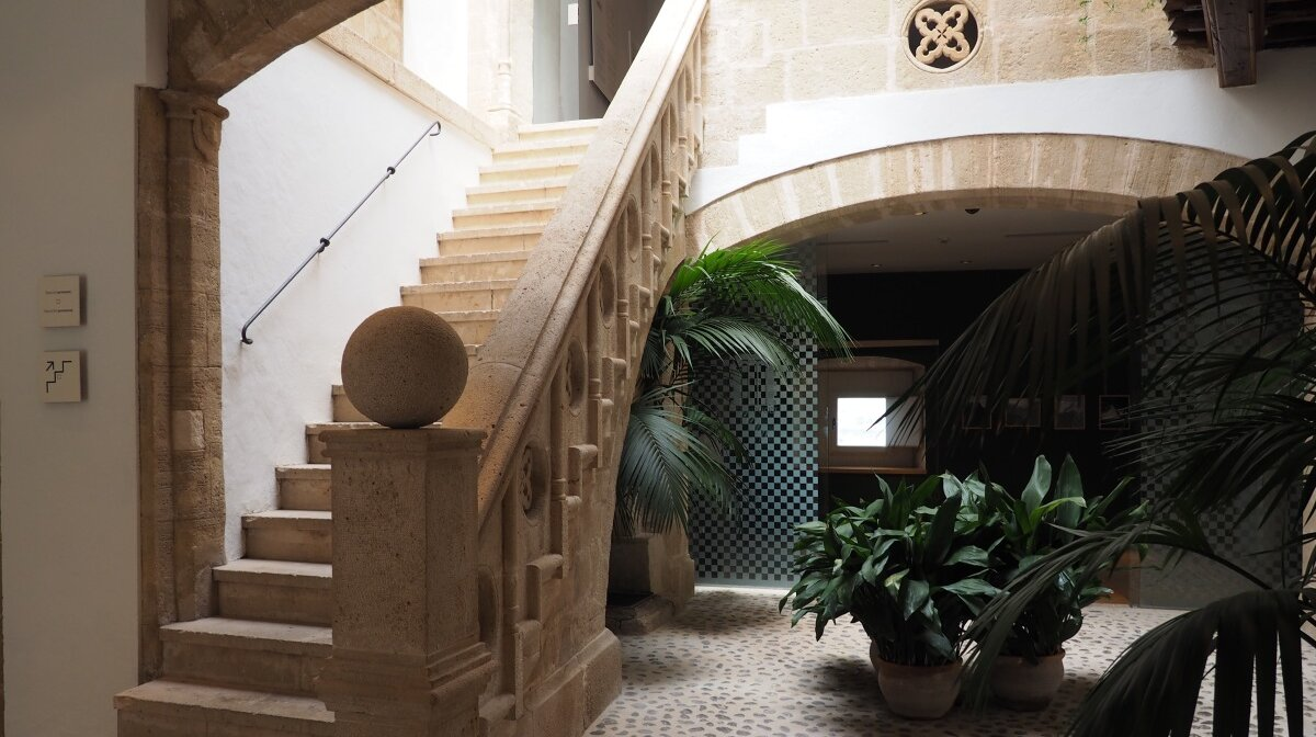 the staircase in teh 15th century mansion in dalt vila ibiza
