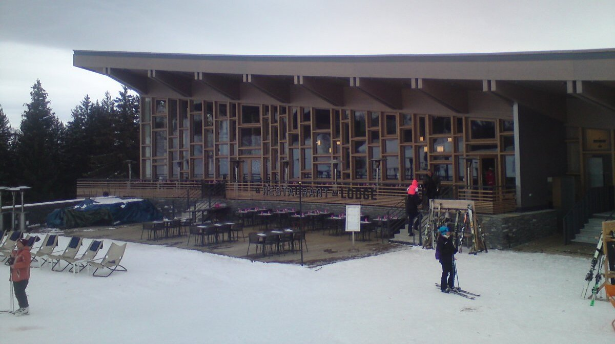 a restaurant at Mille 8 in Les Arcs
