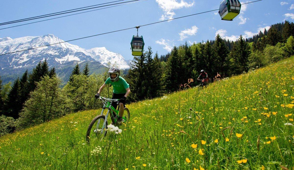 Mounatin biking Les Houches
