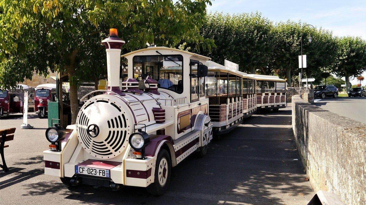 the train of Le Train des grands vignobles in st emilion