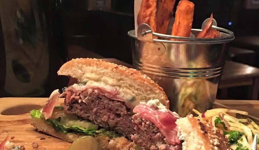 Smithy's Tavern Restaurant, Alpe d'Huez style of cuisine