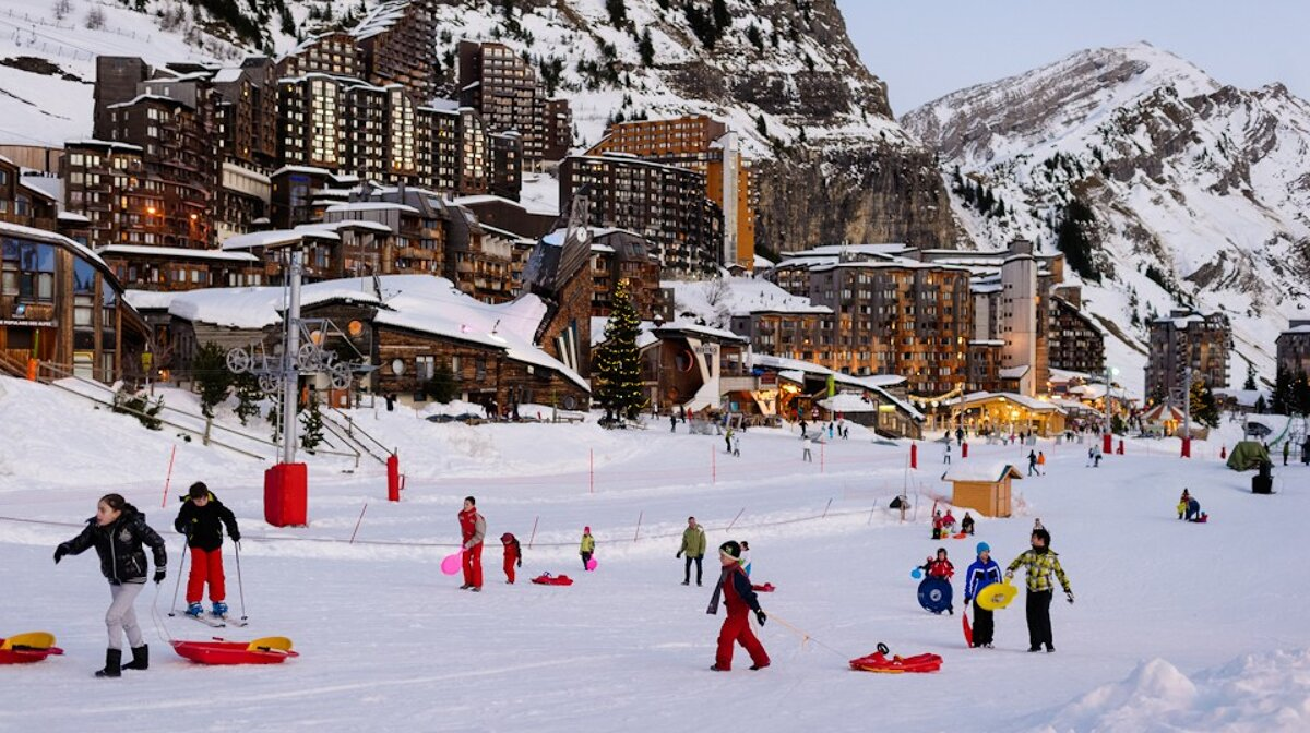 people playing on sledges in avoriaz