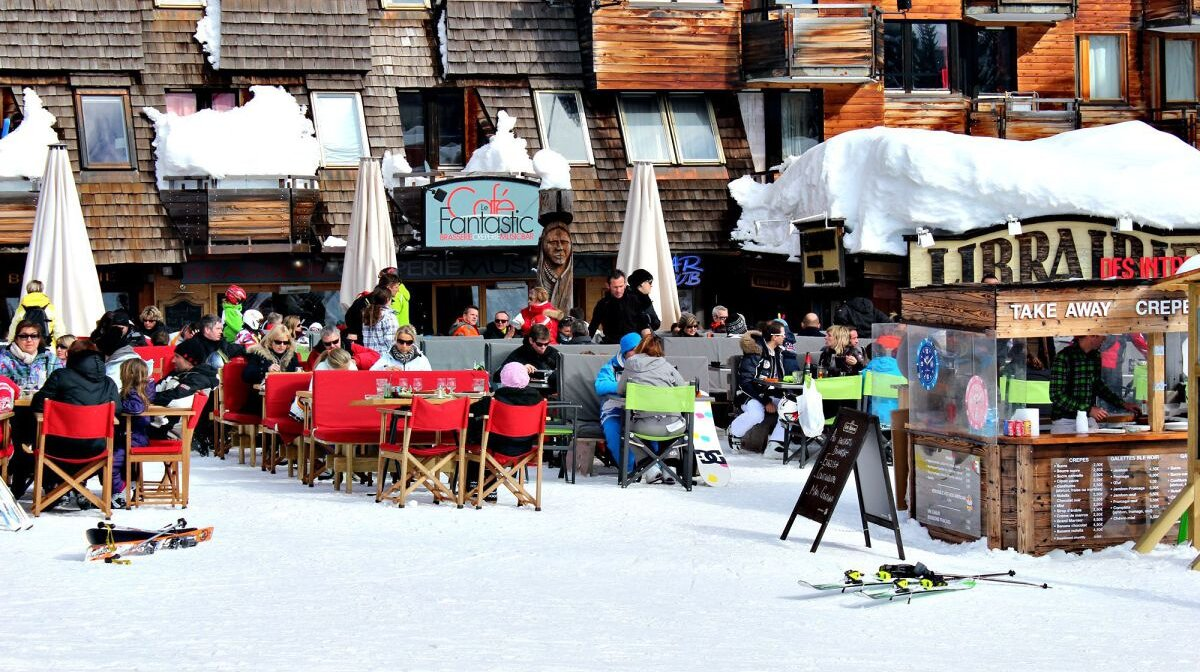 a cafe in  avoriaz