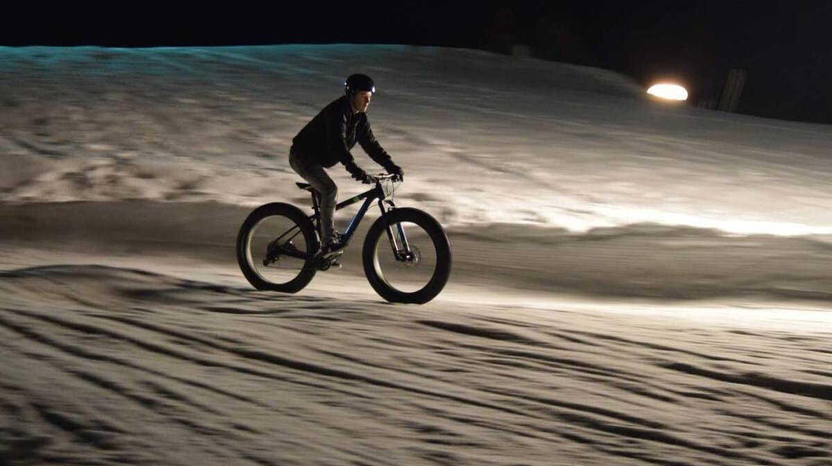 fat biking at night on the pistes of courcehvel