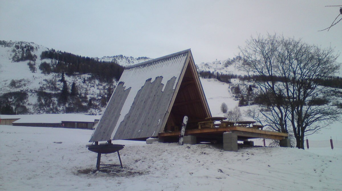 a barbecue area on the pistes