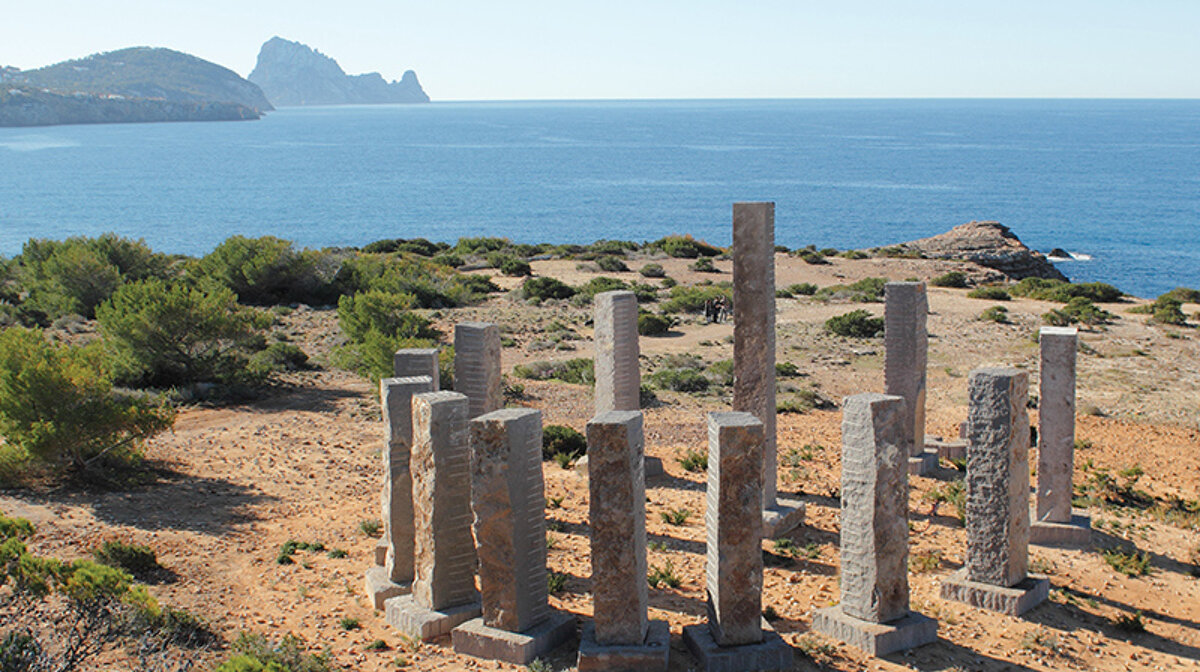 Es Vedra in the background of the sculpture