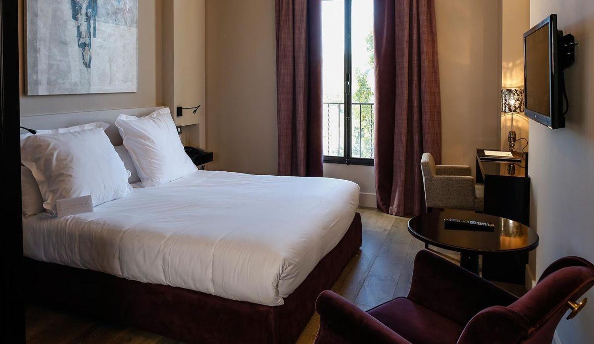 Les Lodges Sainte Victoire Hotel & Spa, Aix-en-Provence double bedroom