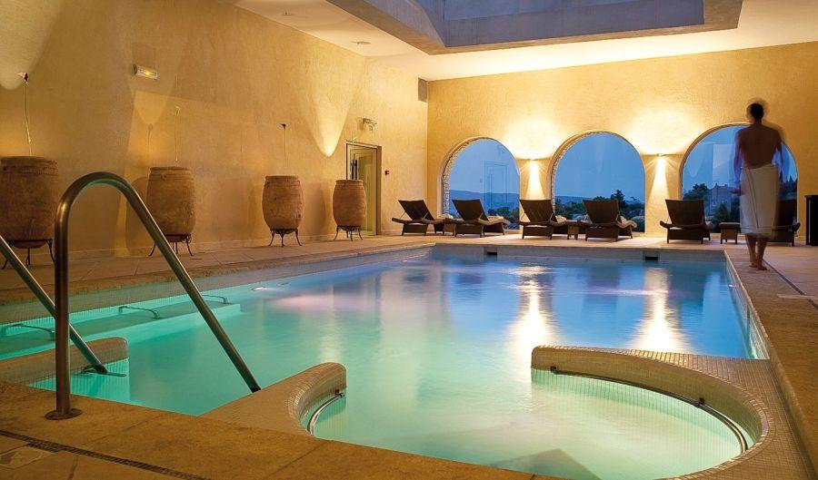 Bastide de Gordes Sisley Spa, Gordes pool