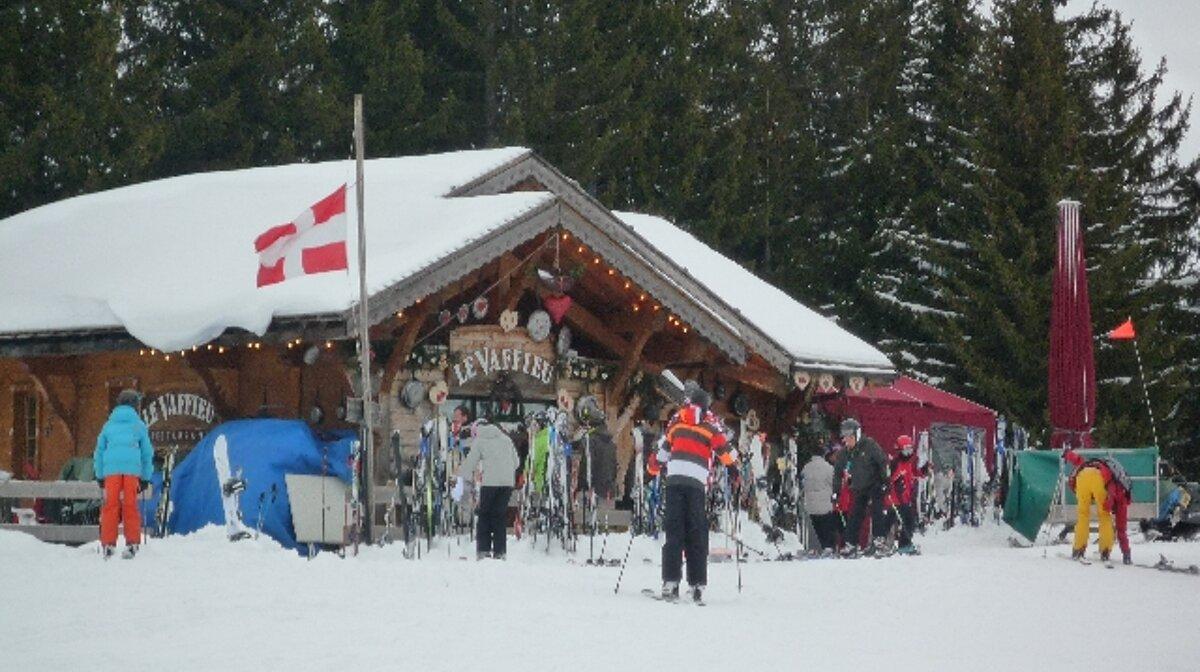 a winter restaurant near les gets