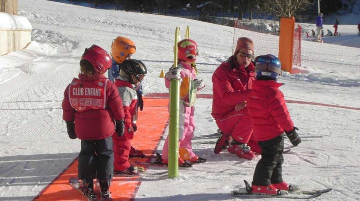 a children's ski lesson in chamonix
